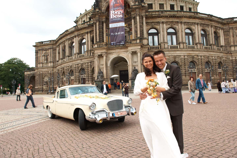 Das Fotostudio Yaph aus Trier fotografiert Ihre Veranstaltungen wie Hochzeit auch in Dresden wie hier vor der Semper-Oper