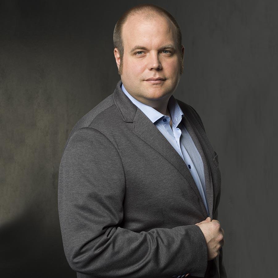 Bewerbungsfoto Trier, Yaph fertigt Portrait von Johannes Klein, IT-Spezialist.