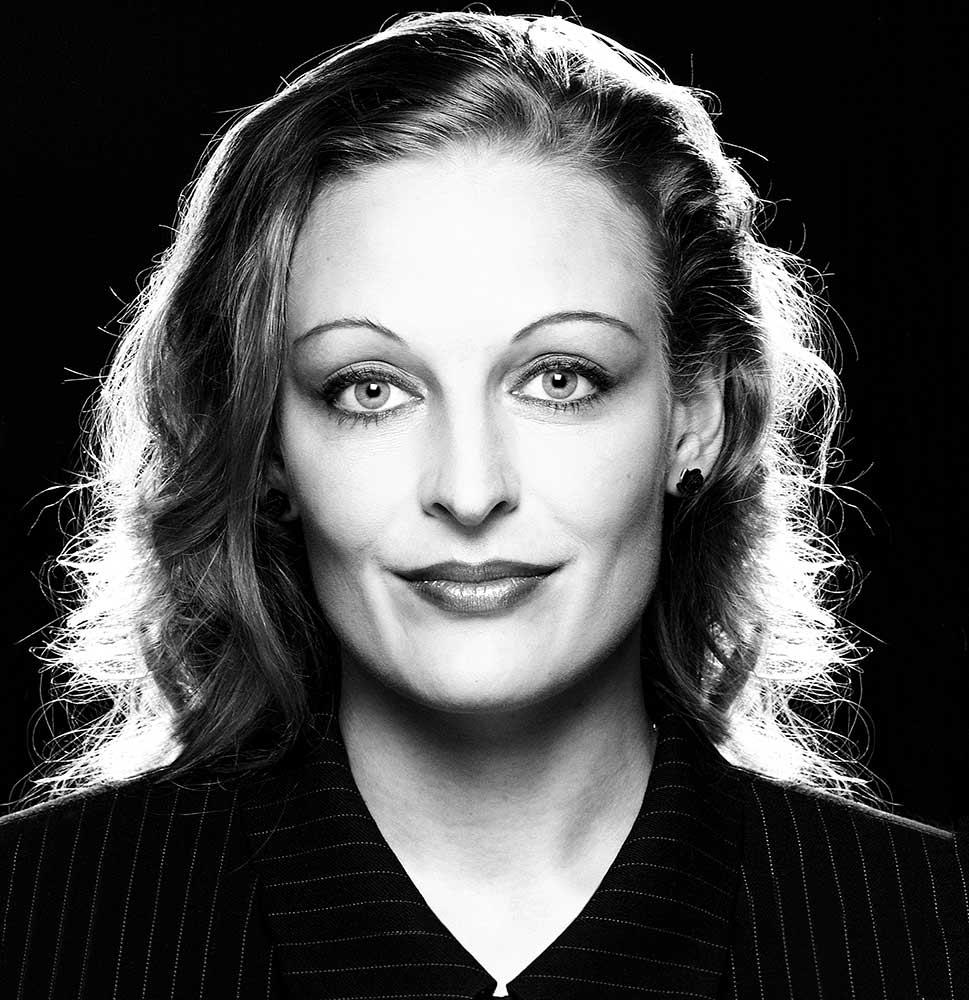 Ein anderes Styling und Foto Make-up kann eine andere Persönlichkeit erzBeautyporträt Claudia Gabriele aus dem Fotostudio Yaph in Trier
