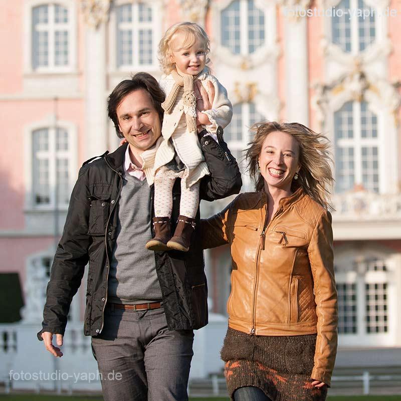 Outdoor Familienfotoshooting im Palastgarten mit Fotograf in Trier - Yaph