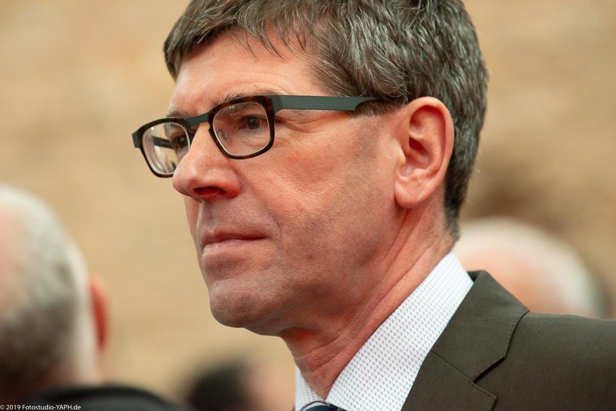 Prof. Dr. Michael Jäckel ist Präsident der Universität Trier und wurde von Fotograf Yaph porträtiert