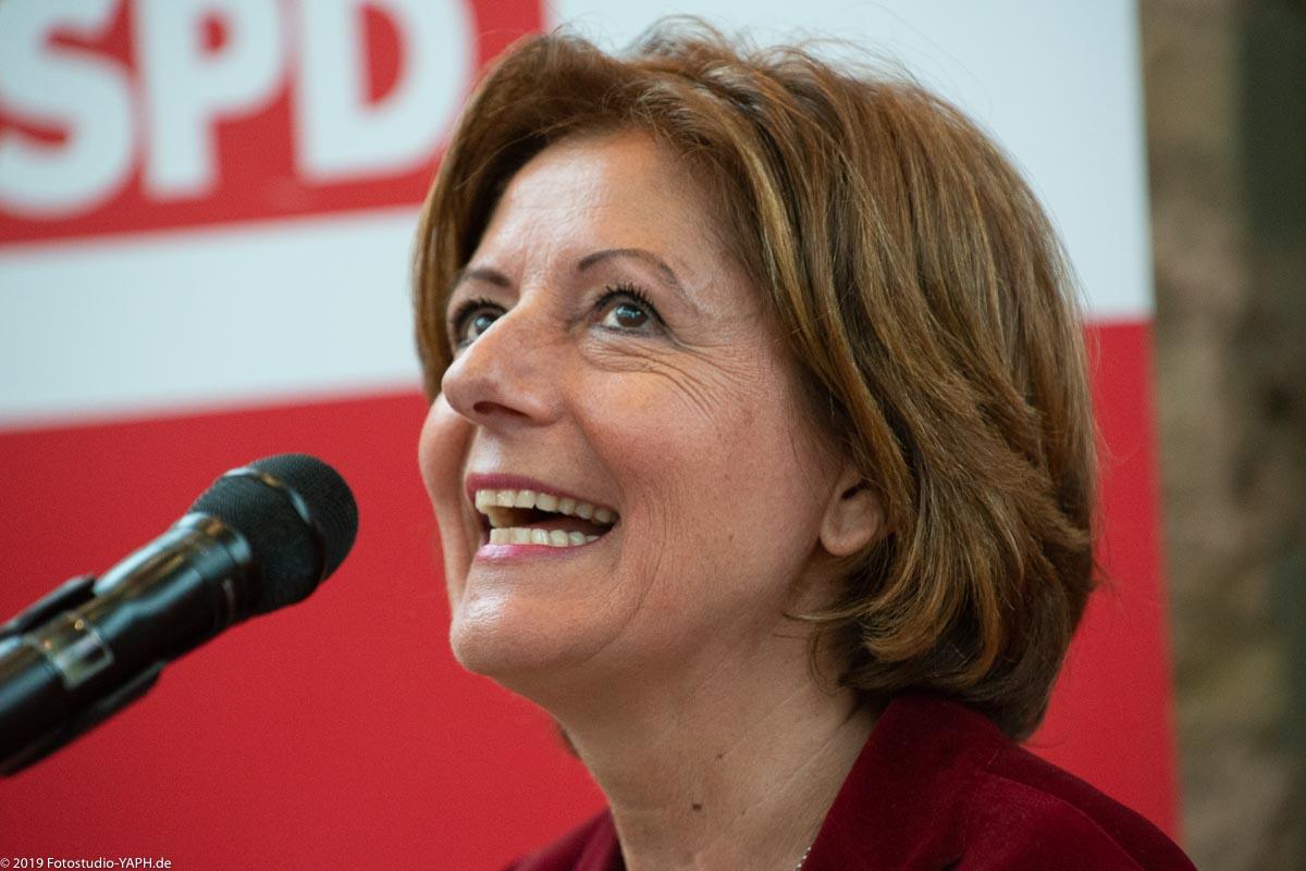 die gut gelaunte Ministerpräsidentin von Rheinland-Pfalz Malu Dreyer auf dem Bild von Fotograf Yaph beim Neujahrsempfang der SPD Trier