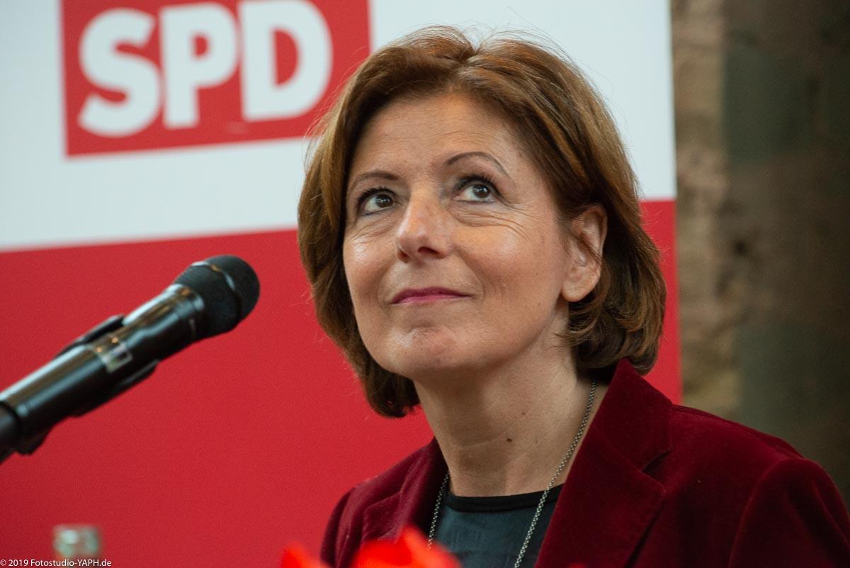Die Rheinland-Pfälzische Ministerpräsidentin Malu Dreyer beim SPD Neujahrsempfang porträtiert von Fotograf Yaph