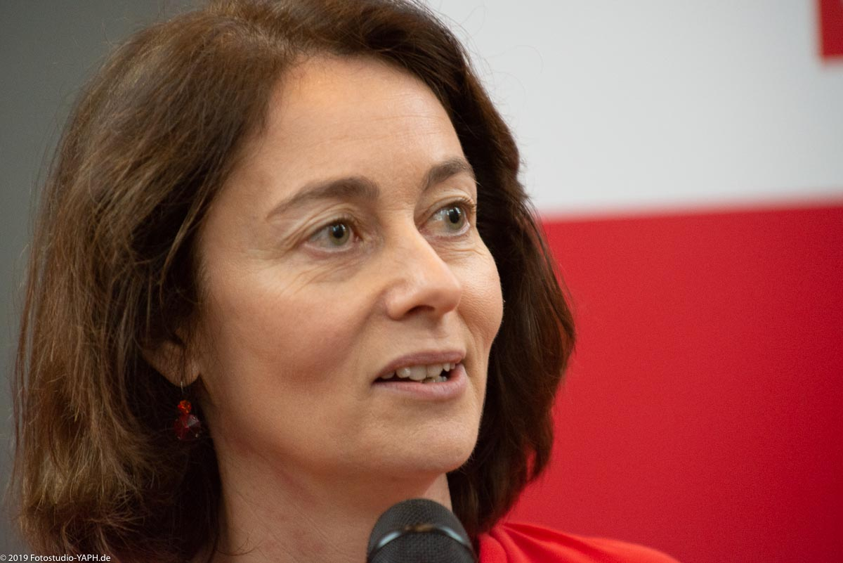 Katarina Barley spricht auf dem Neujahrsempfang der SPD Trier, fotografiert vom Fotostudio Yaph
