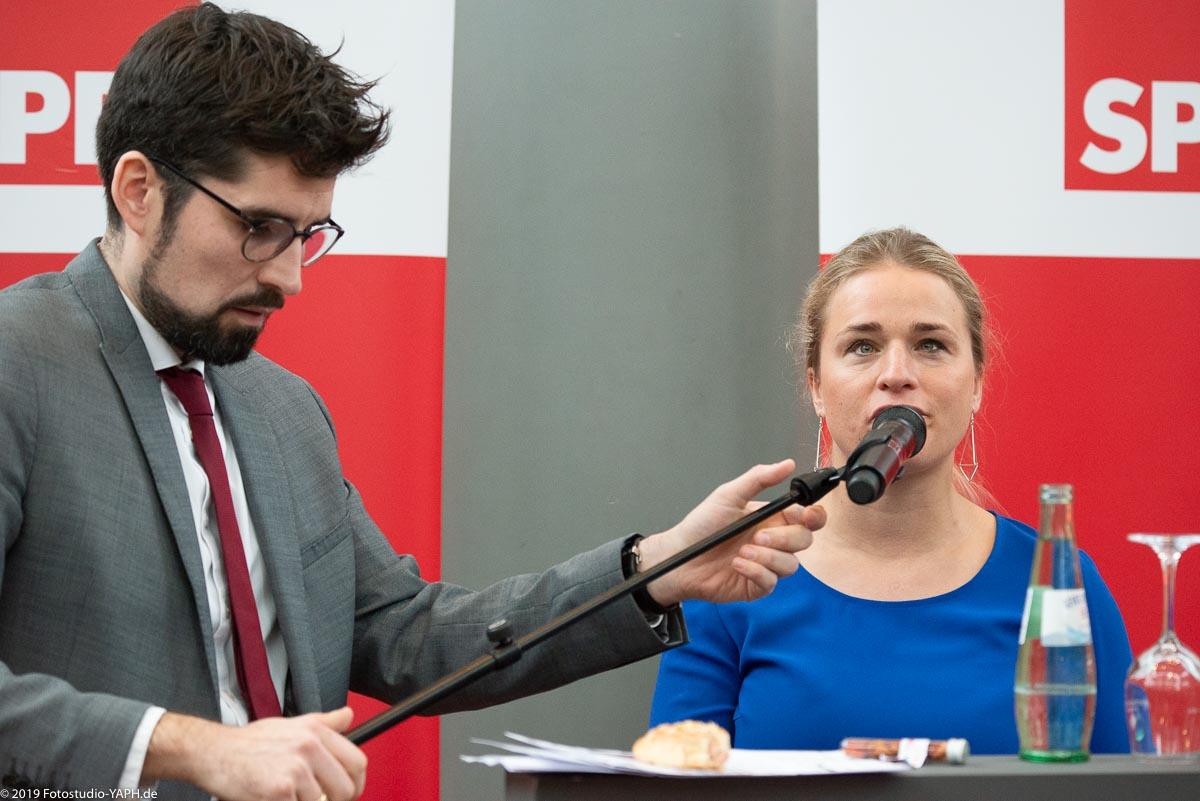 Verena Bentele ist Gastrednerin bei dem Neujahrsempfang der SPD Trier, porträtiert von Fotograf Yaph
