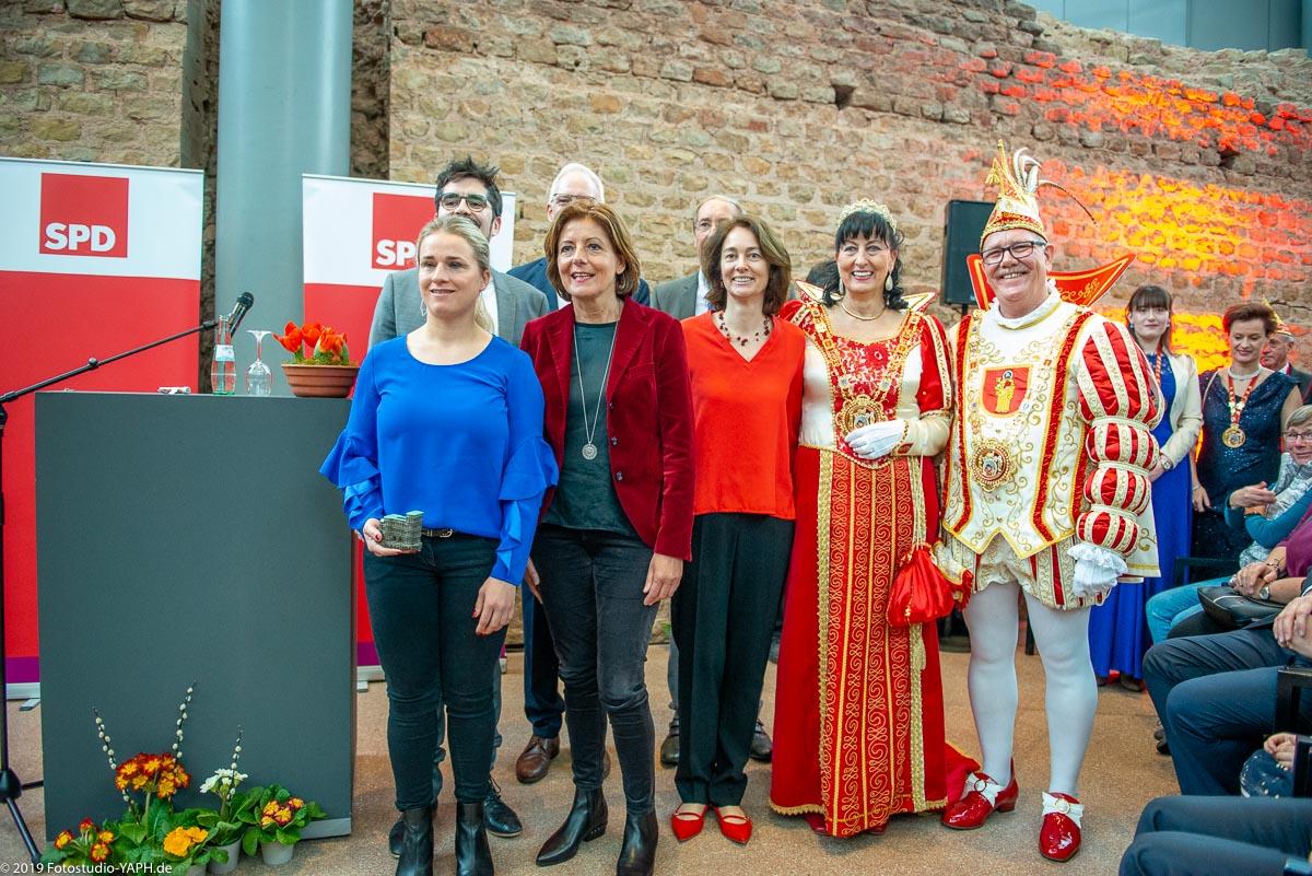 Gruppenbild dokumentiert von Fotograf Yaph auf dem Neujahrsempfang der SPD Trier