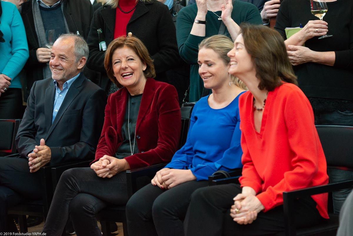 Gut gelaunte Runde Klaus Jensen, Malu Dreyer, Verena Bentele und Katarina Barley auf dem Neujahrsempfang der SPD Trier fotografiert vom Fotostudio Yaph
