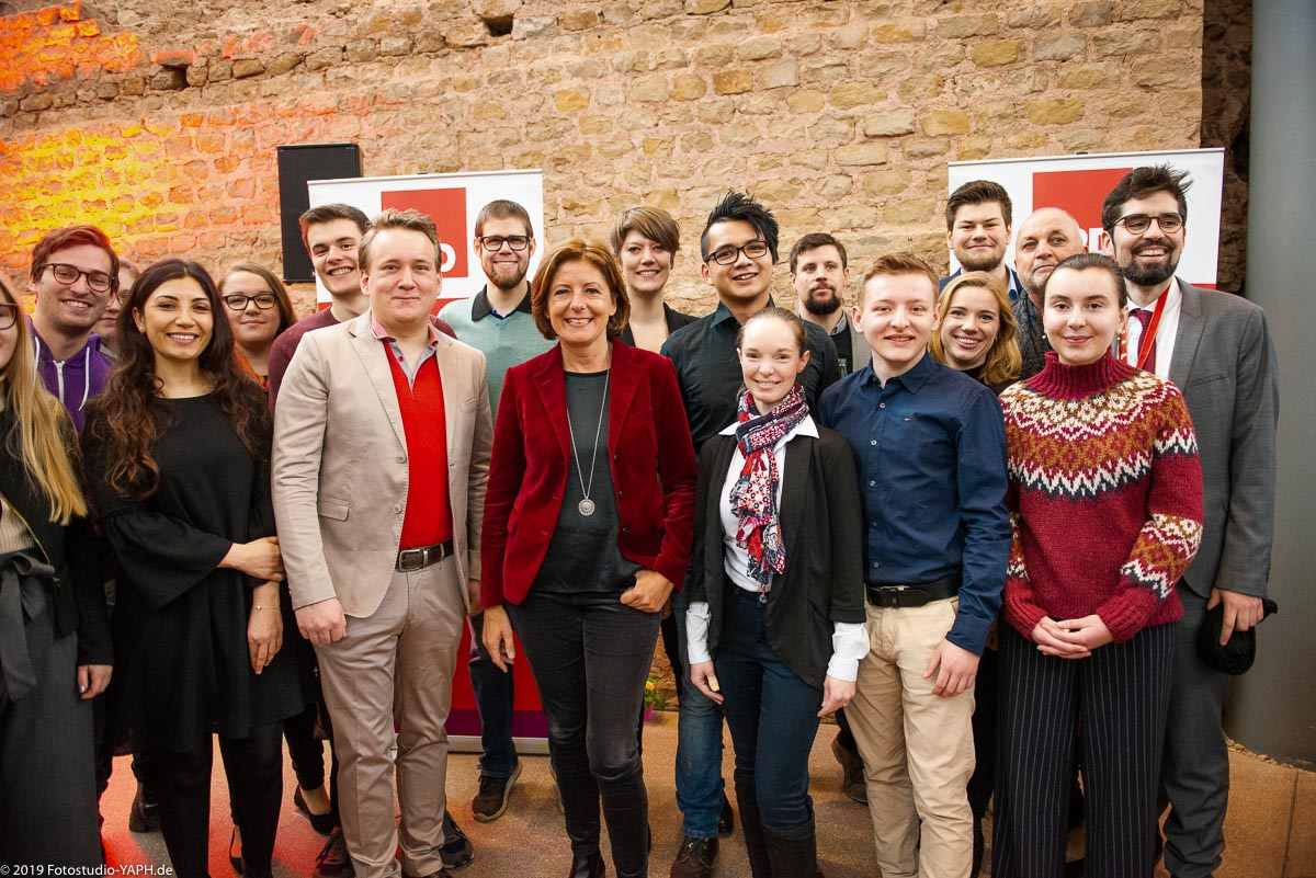 Gruppenbild beim Neujahrsempfang der SPD in Trier mit Malu Dreyer, Sven Teuber, Rainer Lehnart und vielen weiteren von Fotograf Yaph