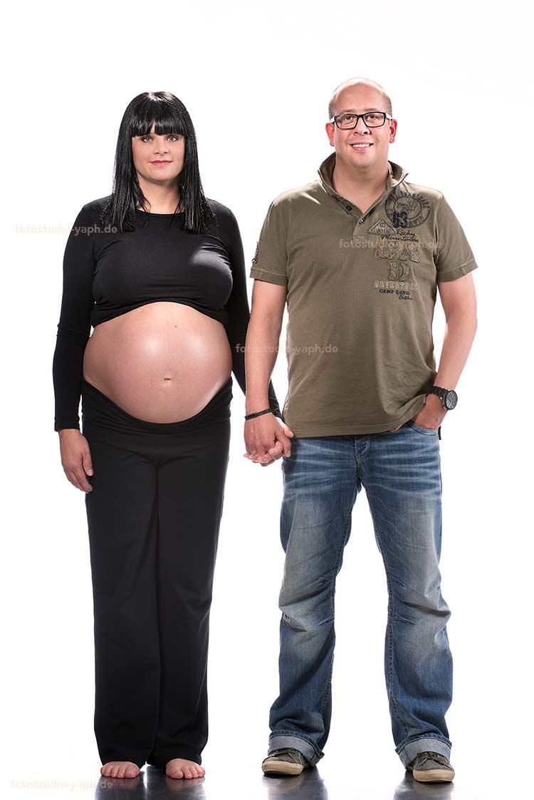 Babybauch Fotoshooting für Paare oder allein für die Mama bei Yaph - Fotograf Trier  ist ein Erlebnis.