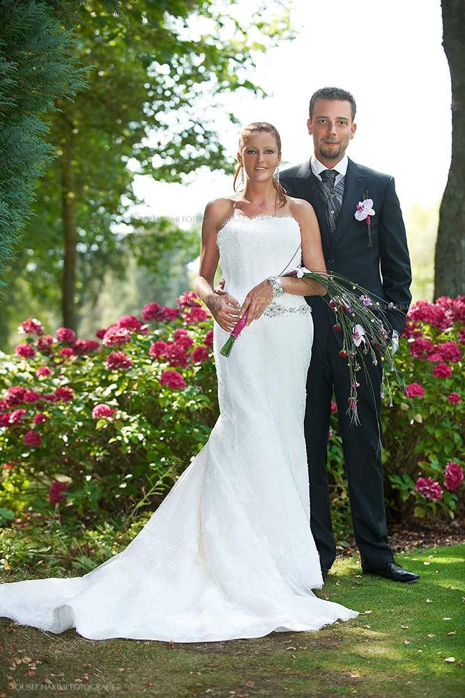 Ein Brautpaar Shooting auf dem Golfplatz in Luxemburg in der Hochzeitssaison im Sommer.