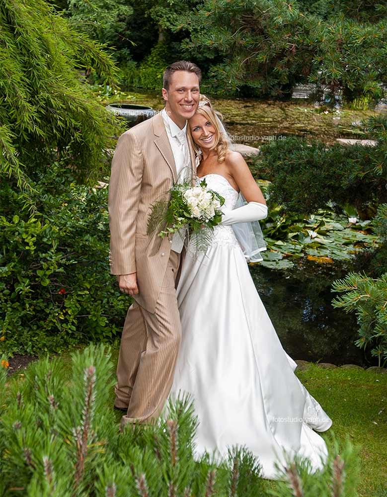 Hochzeitsfotografie und Hochzeitspaar Fotohooting outdoor - Fotograf Trier - Yaph
