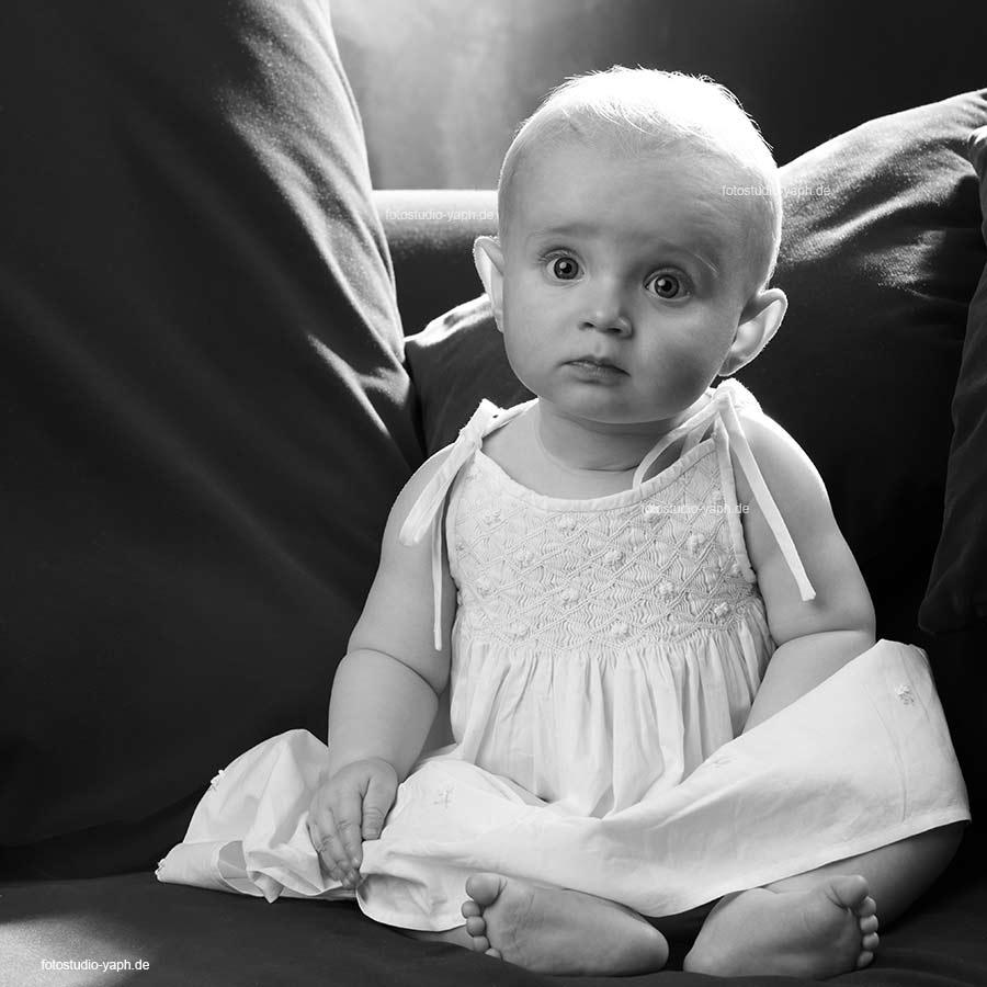 Fotoshooting mit neugebrenen Babies in Fotostudio auf dem Petrisberg