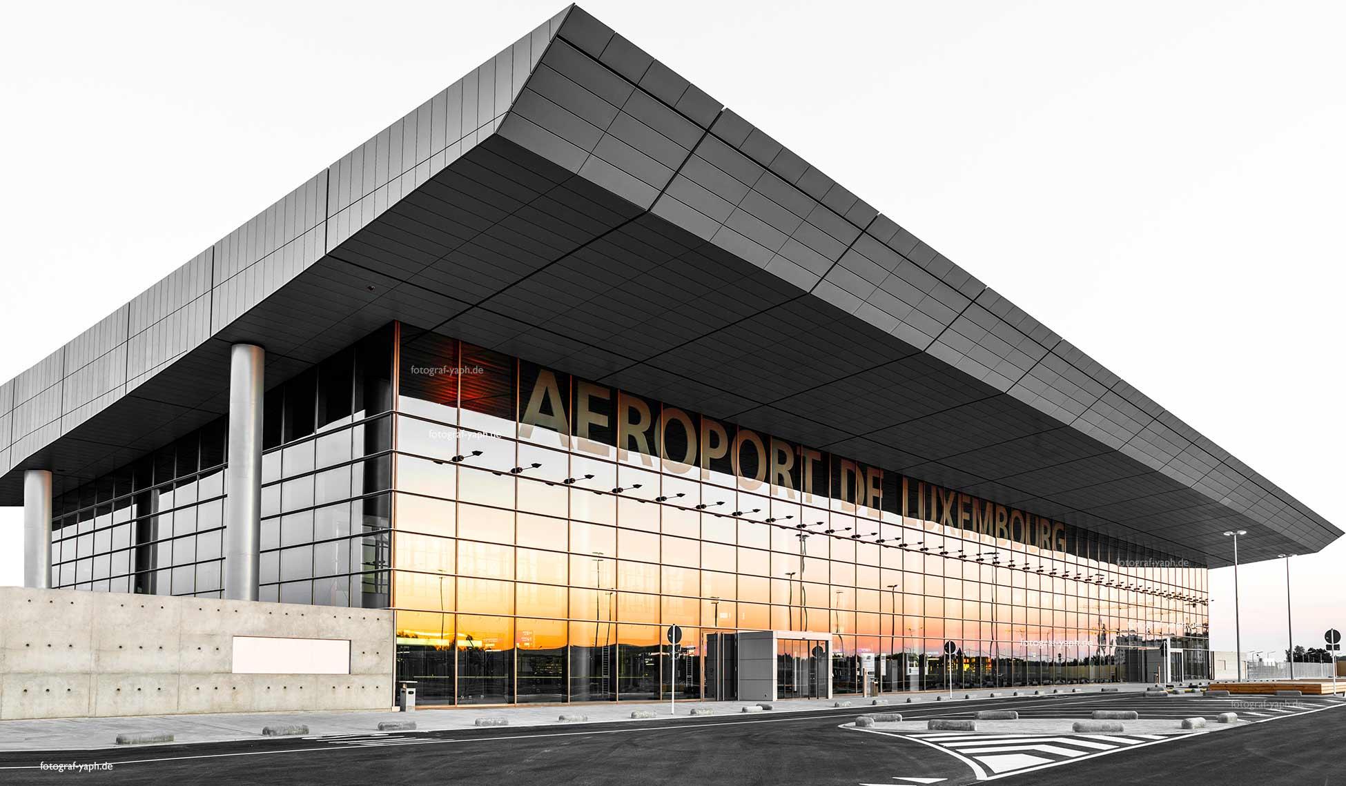 Architektorfotografie des neuen Gebäude Flughafen Luxemburg in Findel wurde kurz nach der Fertigstellung von Yaph Fotograf für Immobilien aufgenommen.