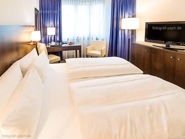 Hotelfotografie und Hotelzimmer Fotografie wird von Yaph - Fotograf europaweit angeboten und professionell ausgeführt.