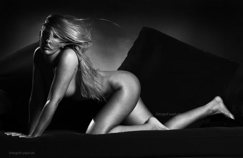Aktfotografie & Erotik Fotoshooting prickelnd und künstlerisch bei Fotograf Trier - Yaph
