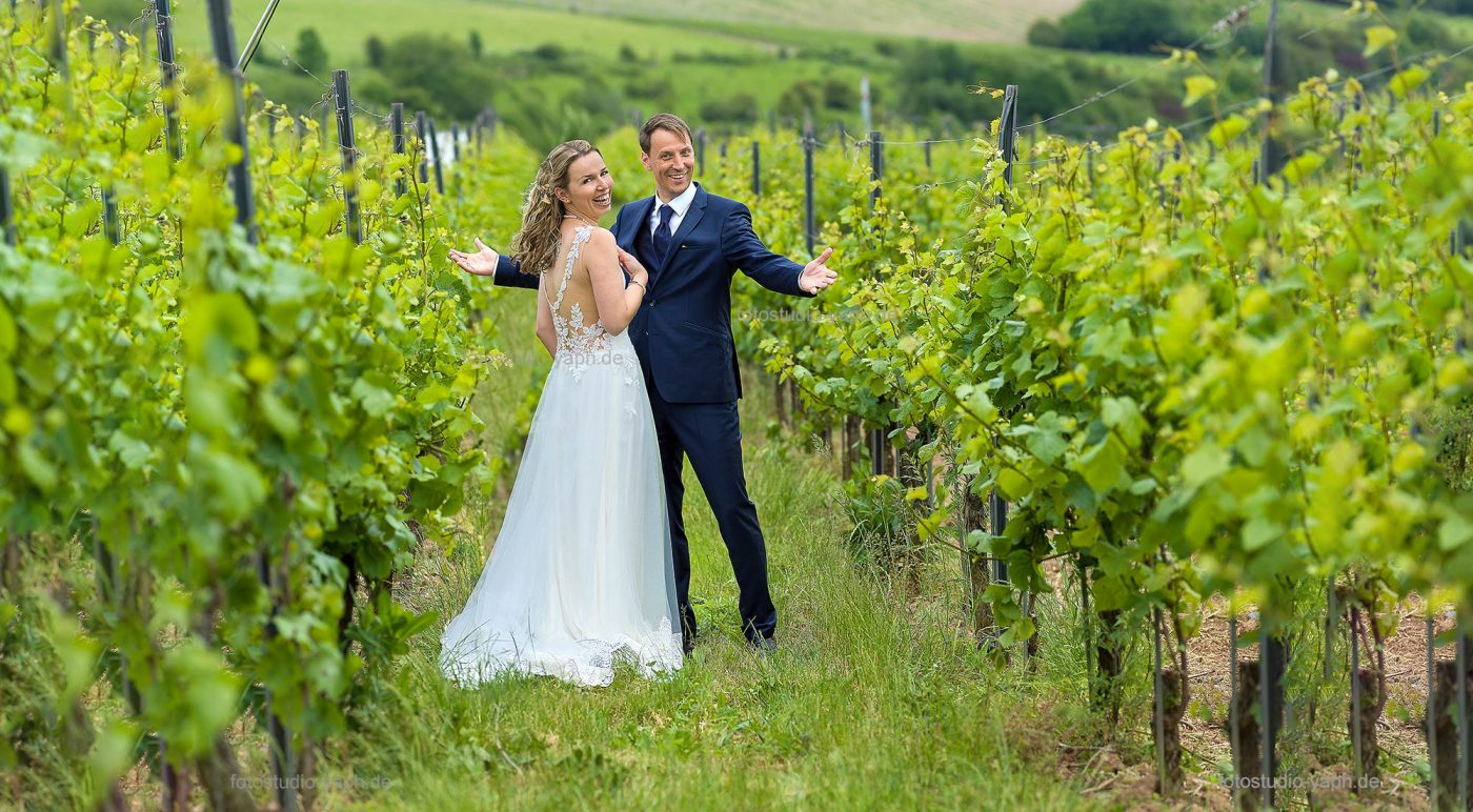Hochzeitsfotografie und natürliches Brautpaarshooting von Fotograf Hochzeit Yaph in Trier