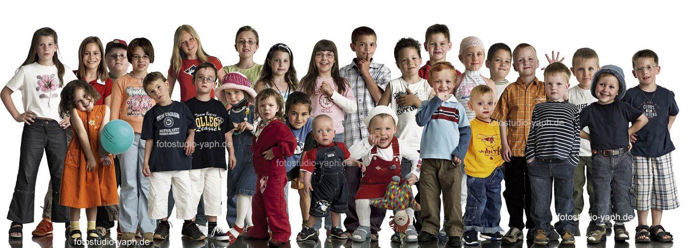 Kinder der Villa Kunterbunt Trier, die an dem Projekt: Über-Lebens.Kunst von Fotograf Yaph teilgenommen haben.
