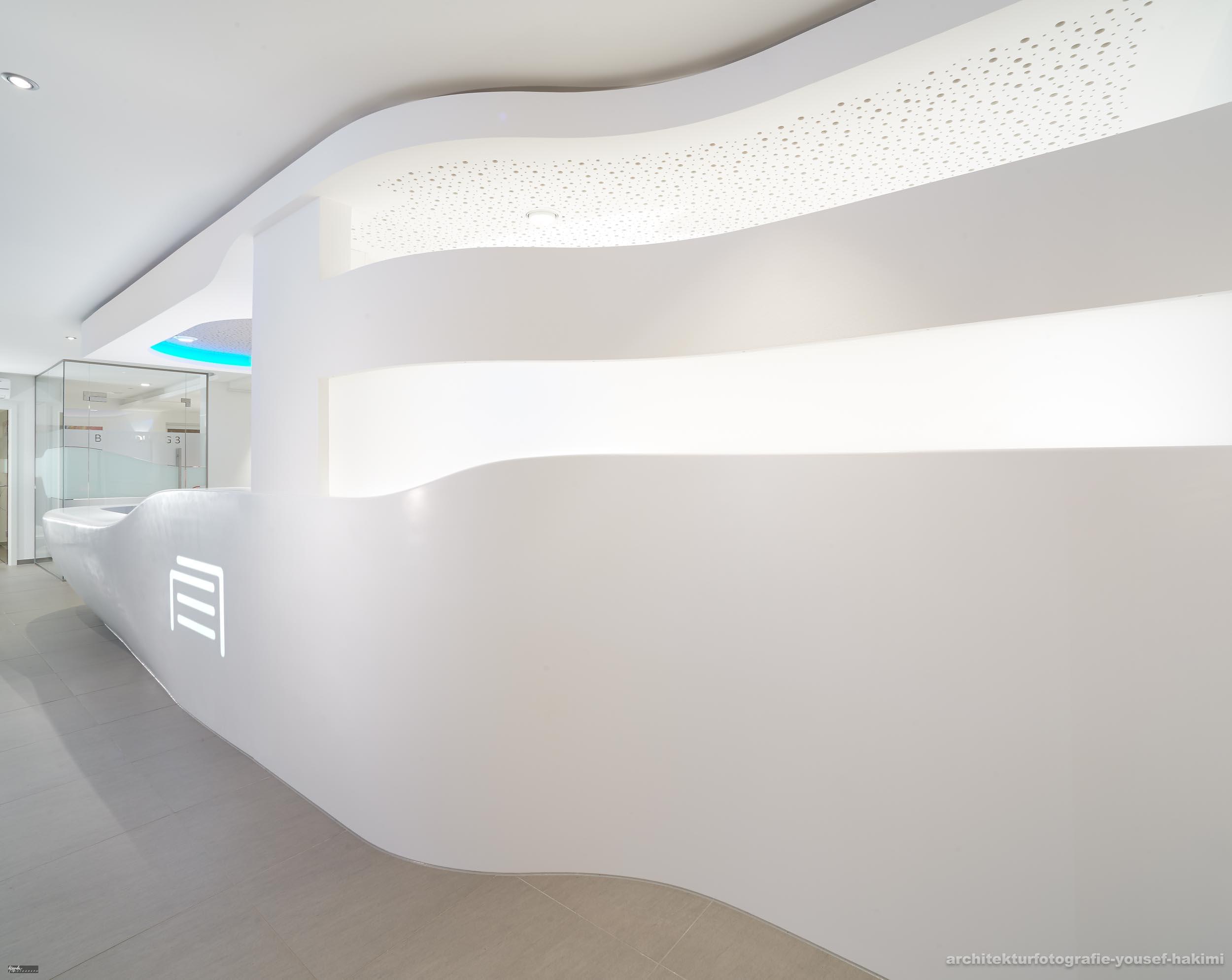 Architekturfotografie und Interieurfotografie für Mineralwerkstoffhersteller Staron. Objekt fertig gestellt von Schreinerei Haas im Saarland.