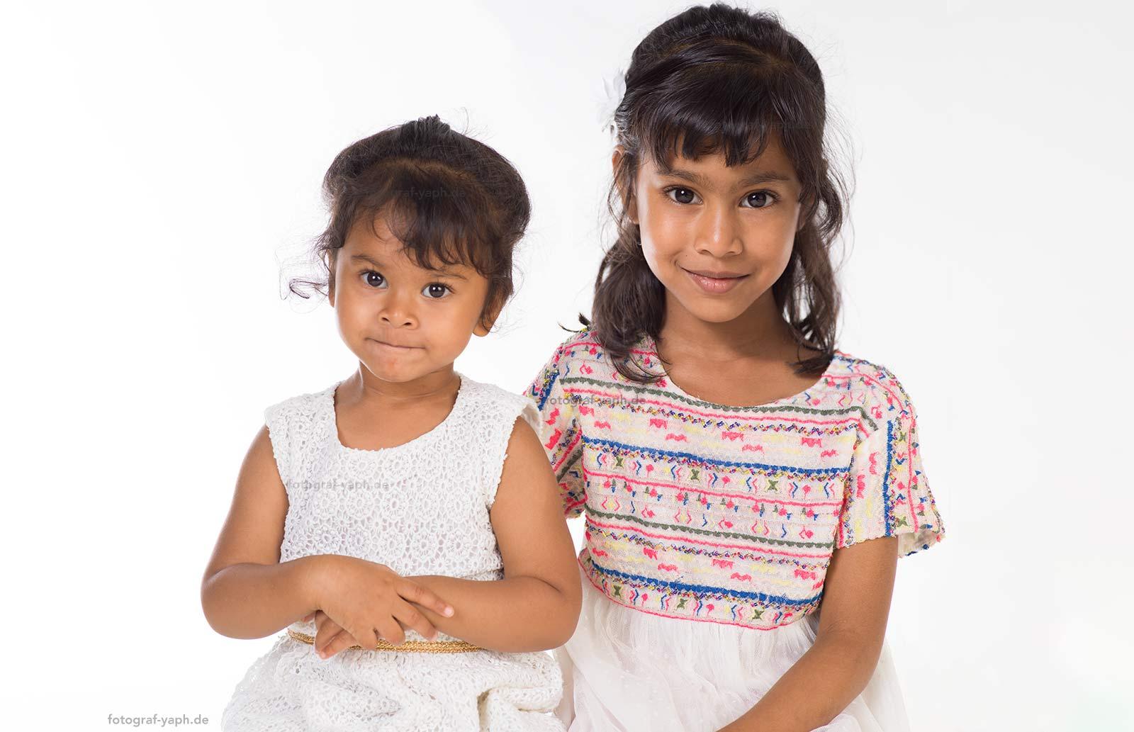 Familienfotos und Fotoshooting mit Kinder ist ein Erlebnis für alle Familienmitglieder im Fotostudio in Trier - Yaph.
