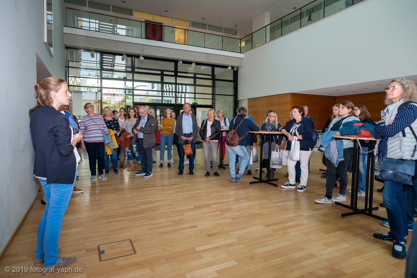 Berlin Landesvertretung Rheinland-Pfalz mit Besuchergruppe