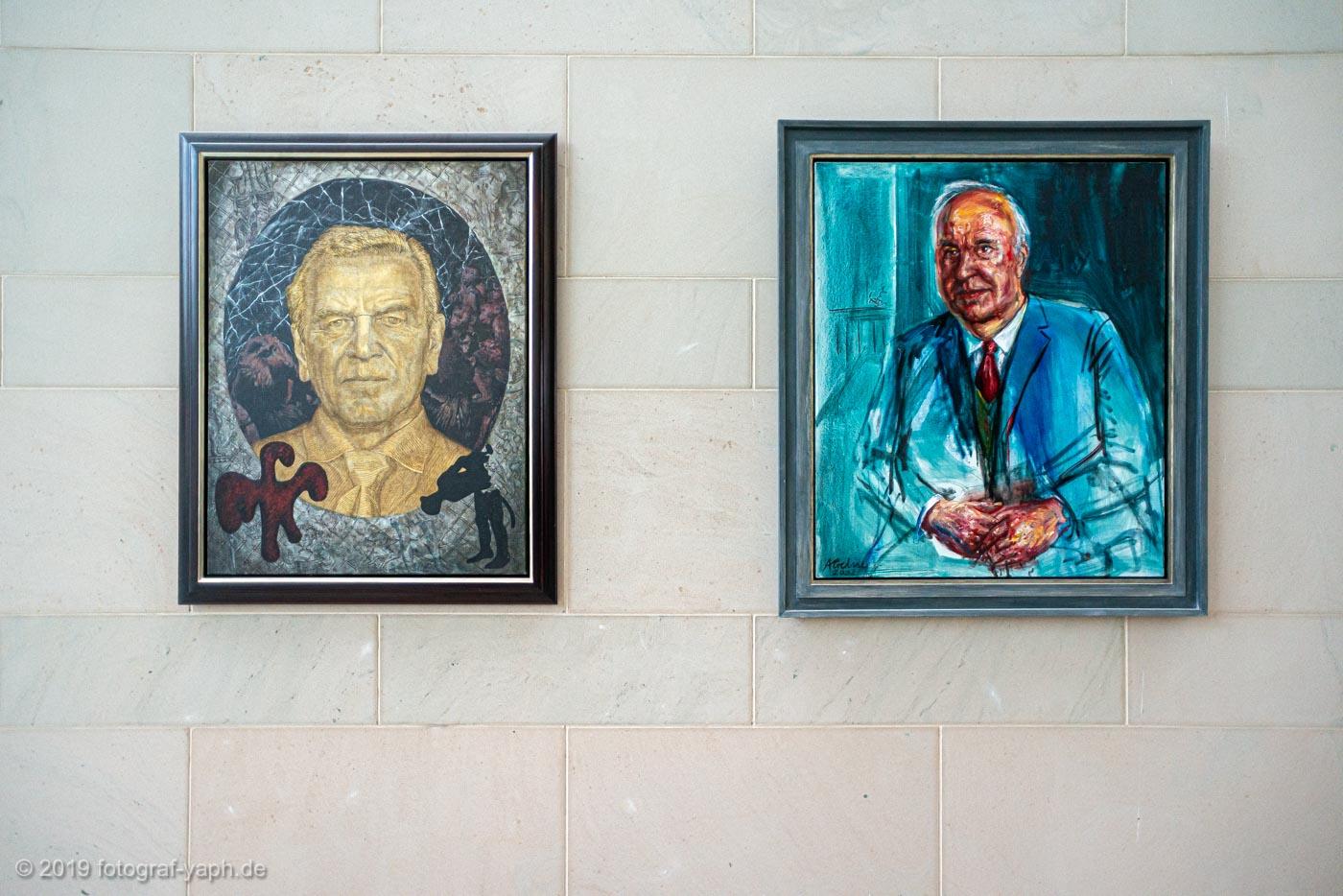 Porträt von Gerhard Schröder des Malers Immendorf und Porträt von Helmut Kohl