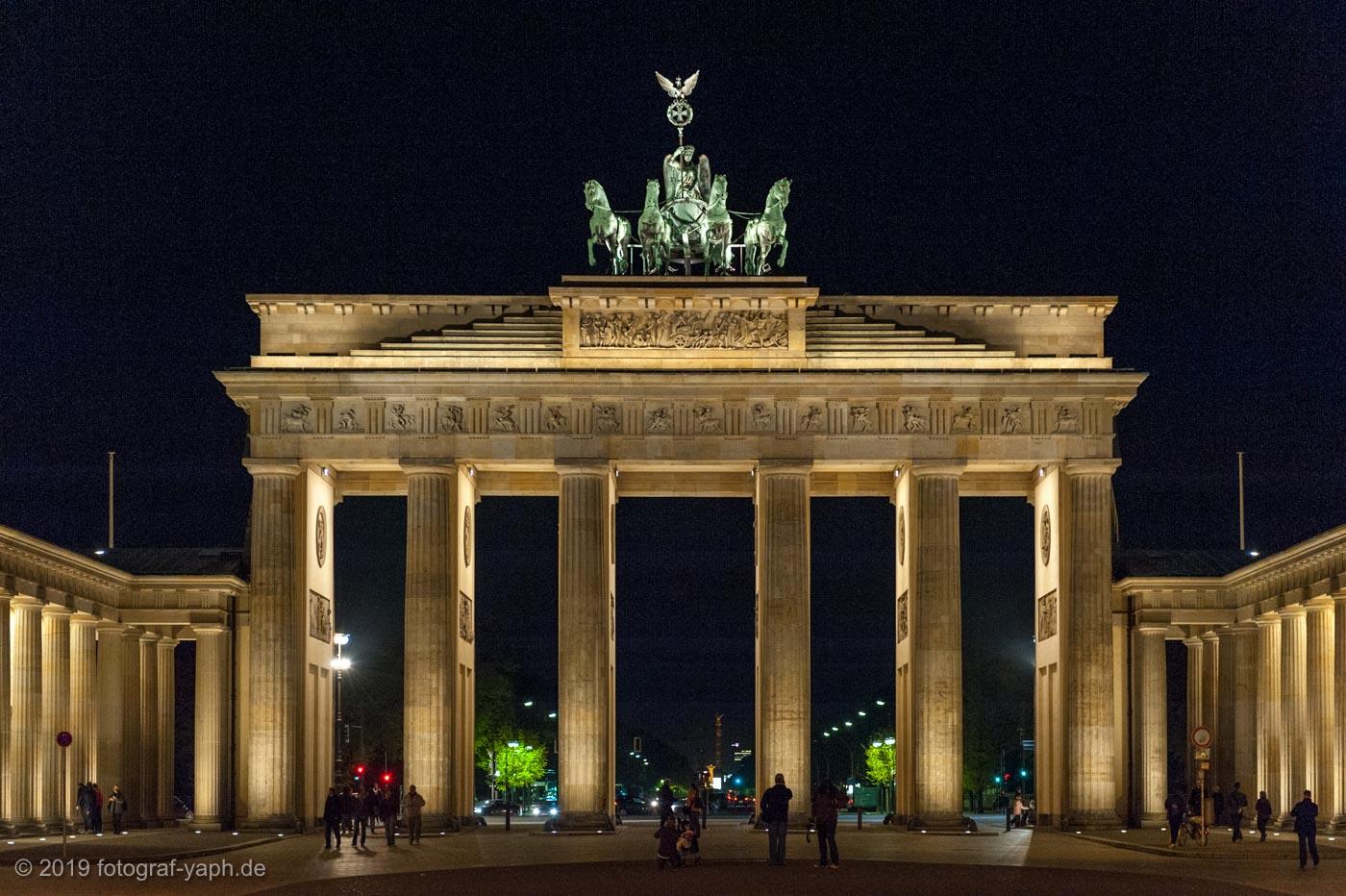 Architekturfotograf Yaph aus Trier zeigt das Brandenburger Tor in Berlin mit der Quadriga sehr plastisch und beeindruckend.