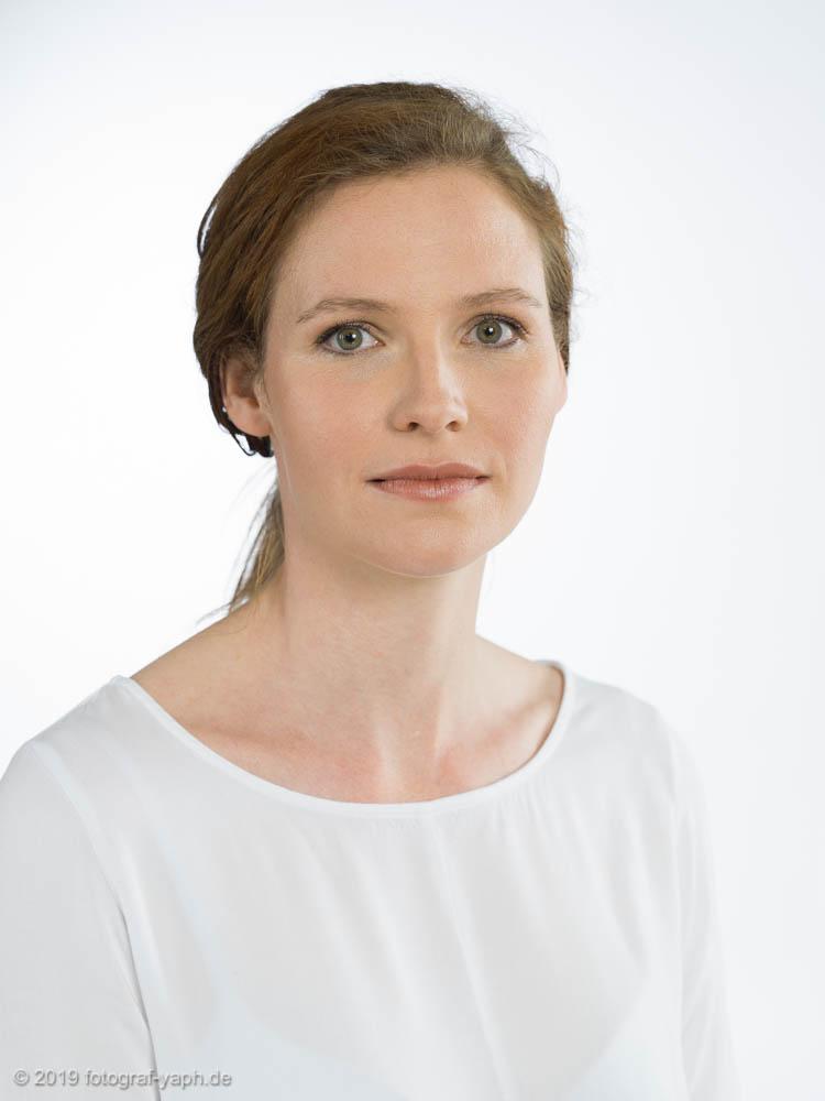 Photography Portrait Yaph, Bewerbungsfotos und Businessportraits von Sabrina aufgenommen im Fotostudio Trier - Yaph.