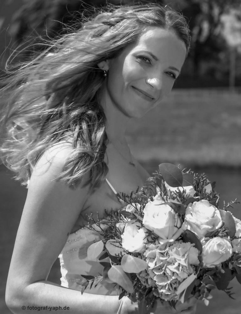 Brautbilder von Petra bei Fotograf für Hochzeit in Trier auf dem Petrisberg YAPH