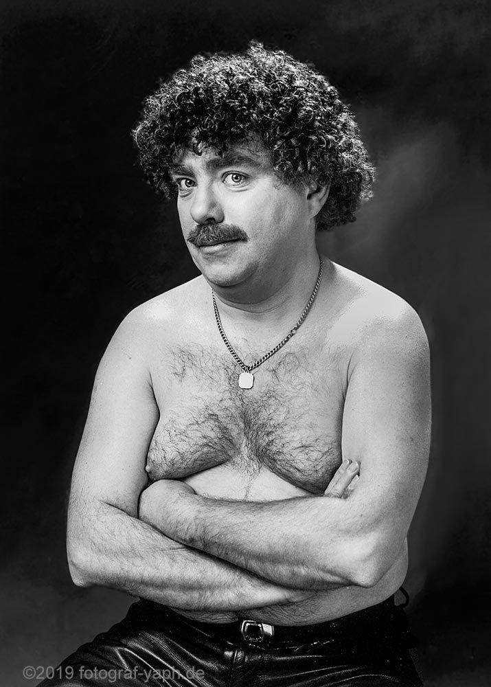 Portraitfotografie Carlo in Schwarz Weiss bei Fotograf Trier - Yaph