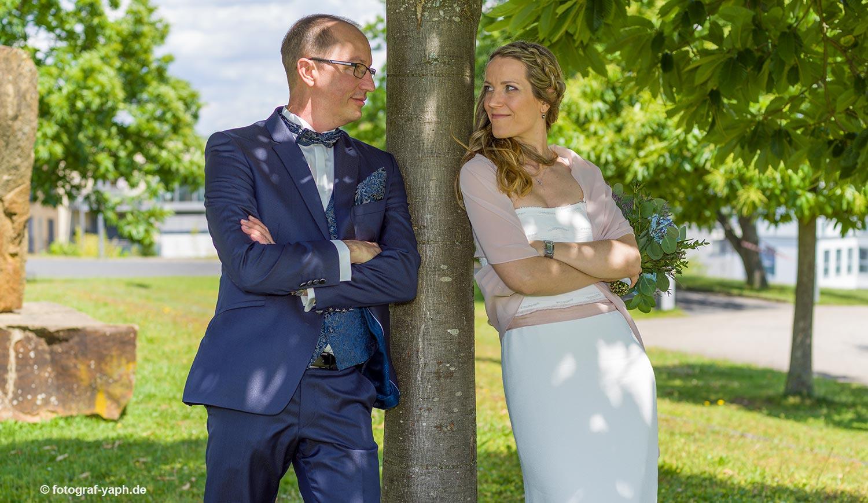 Brautpaarfotoshooting bei Fotograf in Trier Yaph, Petra und Herbert