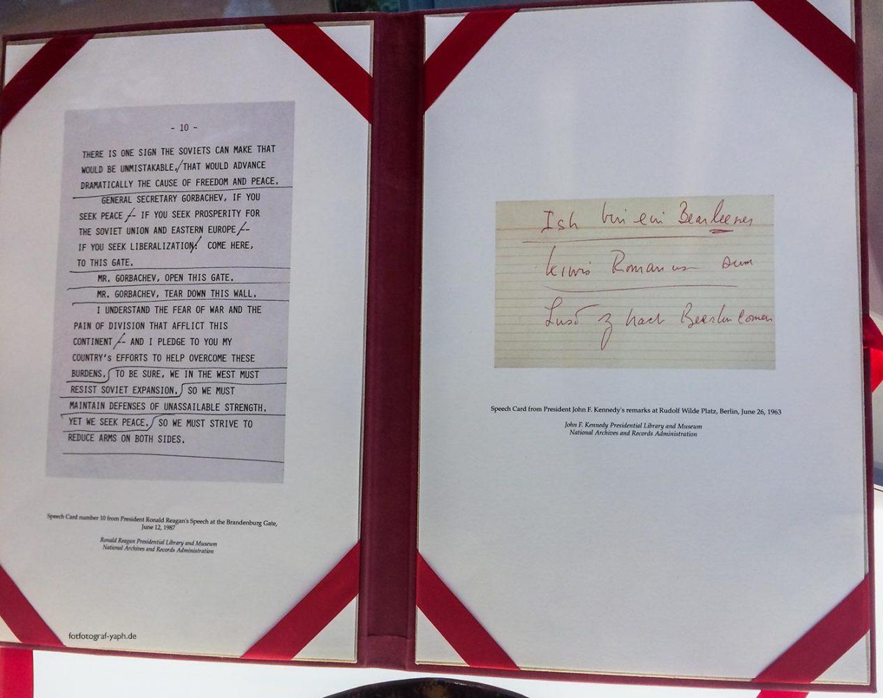 """John F. Kennedy hat für seinen legendären Satz """"Ich bin ein Berliner"""" eine Sprechkarte zur korrekten Aussprache benötigt."""