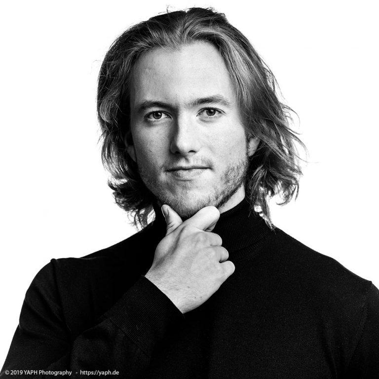 Bewerbungsfotos und Business Portraits by Photography Yaph nach dem Vorbild Steve Jobs