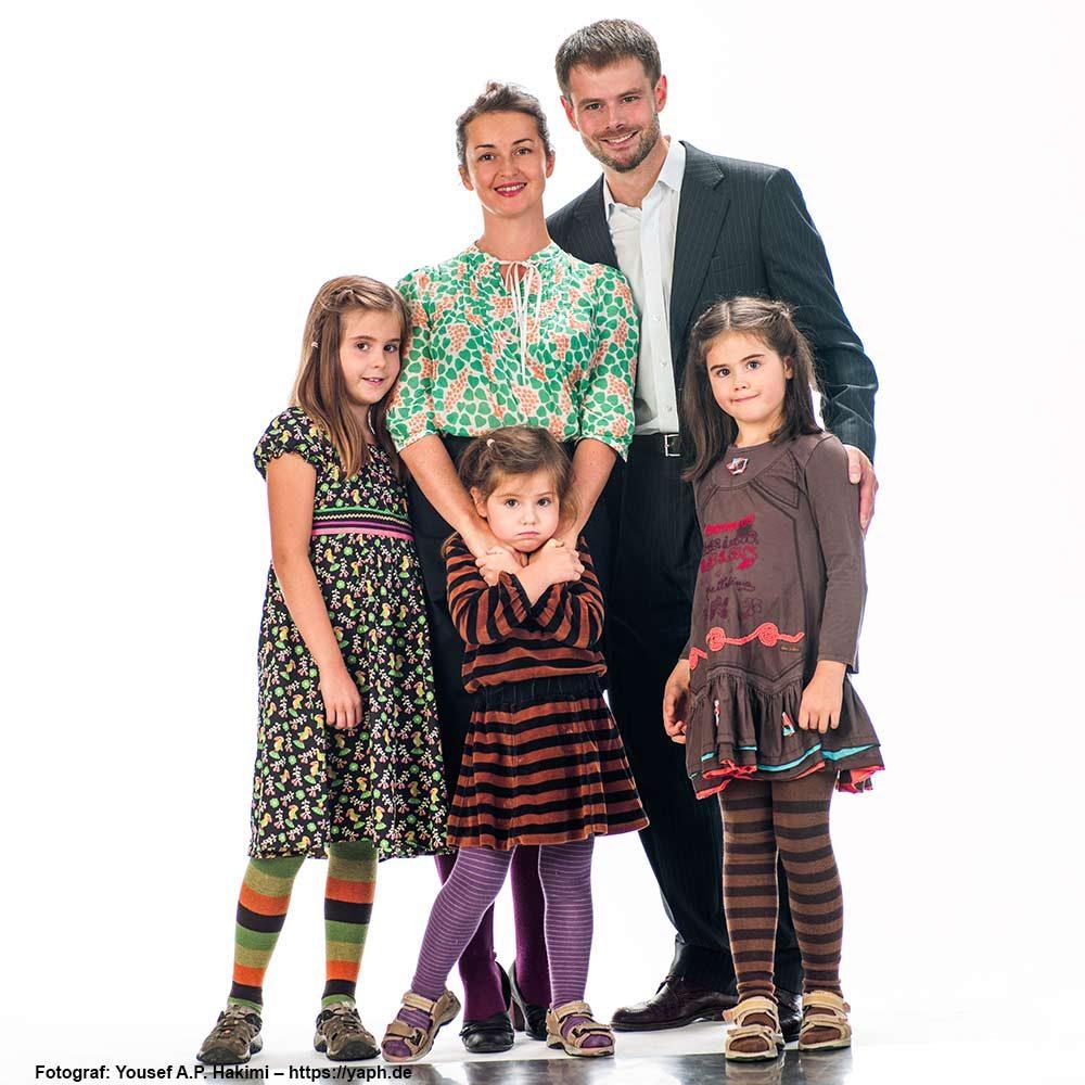 Familienfotoshooting für ein Familienbild zum Verschenken im Fotostudio Yaph Trier