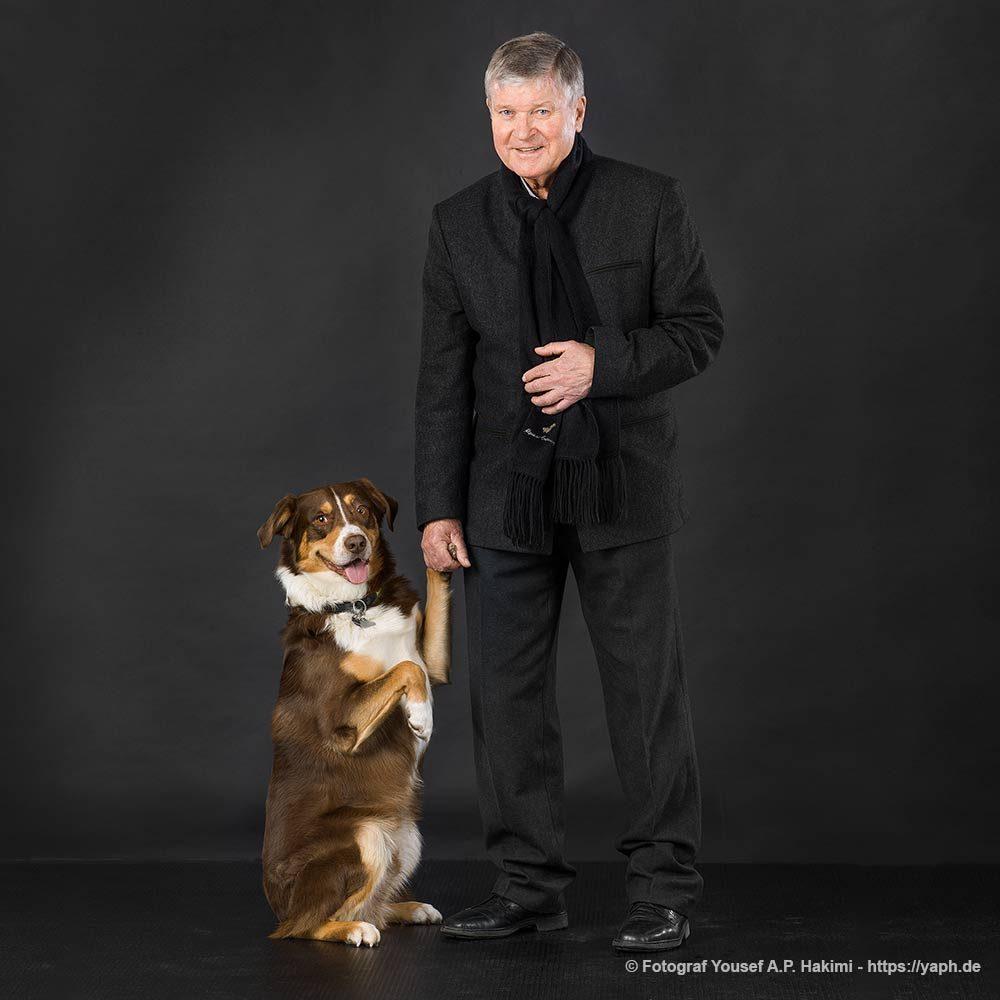 Hundefotoshooting, Fritz Steffgen und sein bester Freund, ein Australian Sheppard bei Yaph - Fotograf Trier.