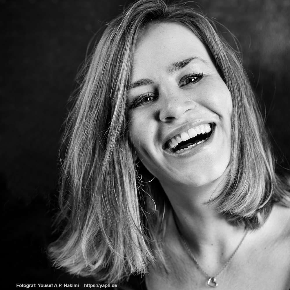 Portraitfotoshooting in schwarz weiss von Fotostudio Trier Yaph