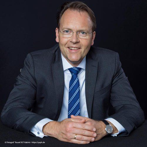 Yaph - das Fotostudio für Bewerbungsfotos fertigte Business Portraits von Herrn Olaf Gehrels.