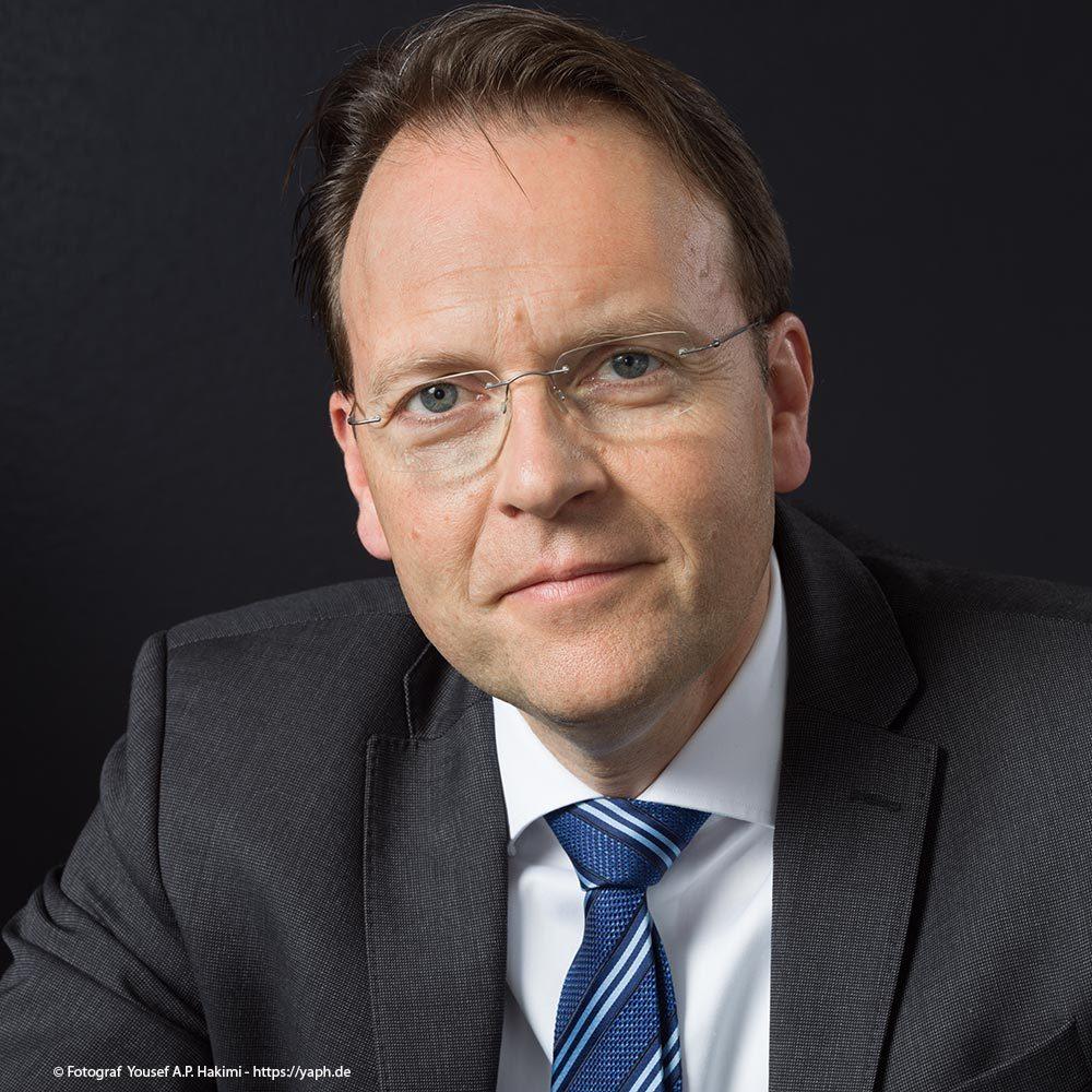 Im Fotostudio Yaph wurden die Business Portraits Herrn Olaf Gehrels fotografiert.