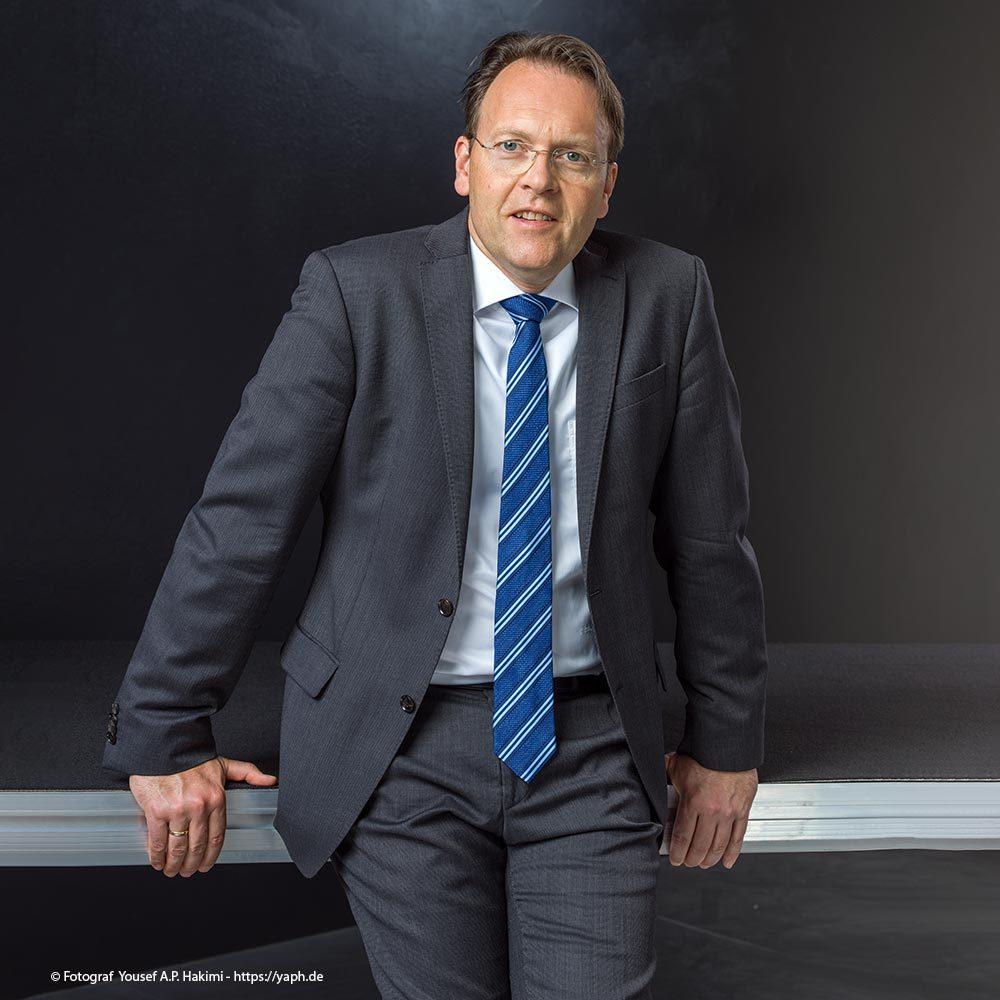 Herr Olaf Gehrels Bewerbungsfotos und Businessportrait bei Fotograf Yaph