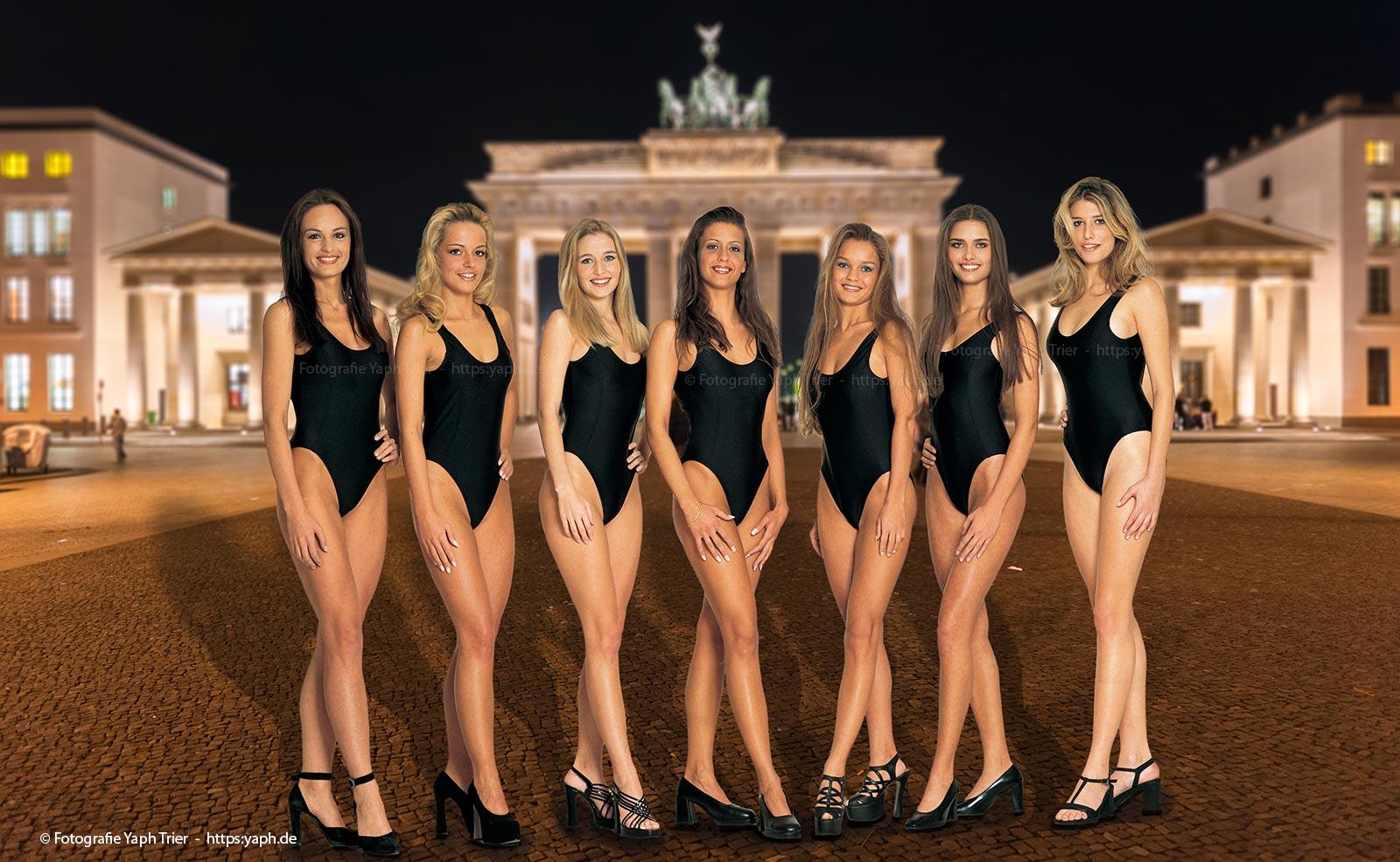 Fotograf Trier - yaph mit seinen Models in Bikini vor dem Brandenburger Tor in Berlin.