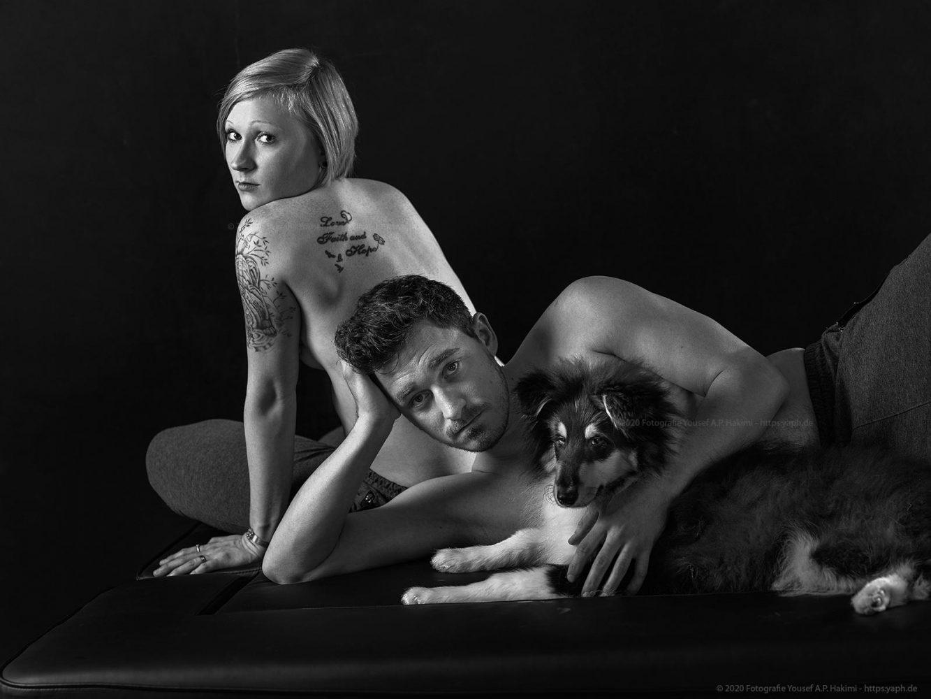 Familienfotoshooting Kira und Thomas mit Hund Koda bei Yaph - Fotograf Trier.