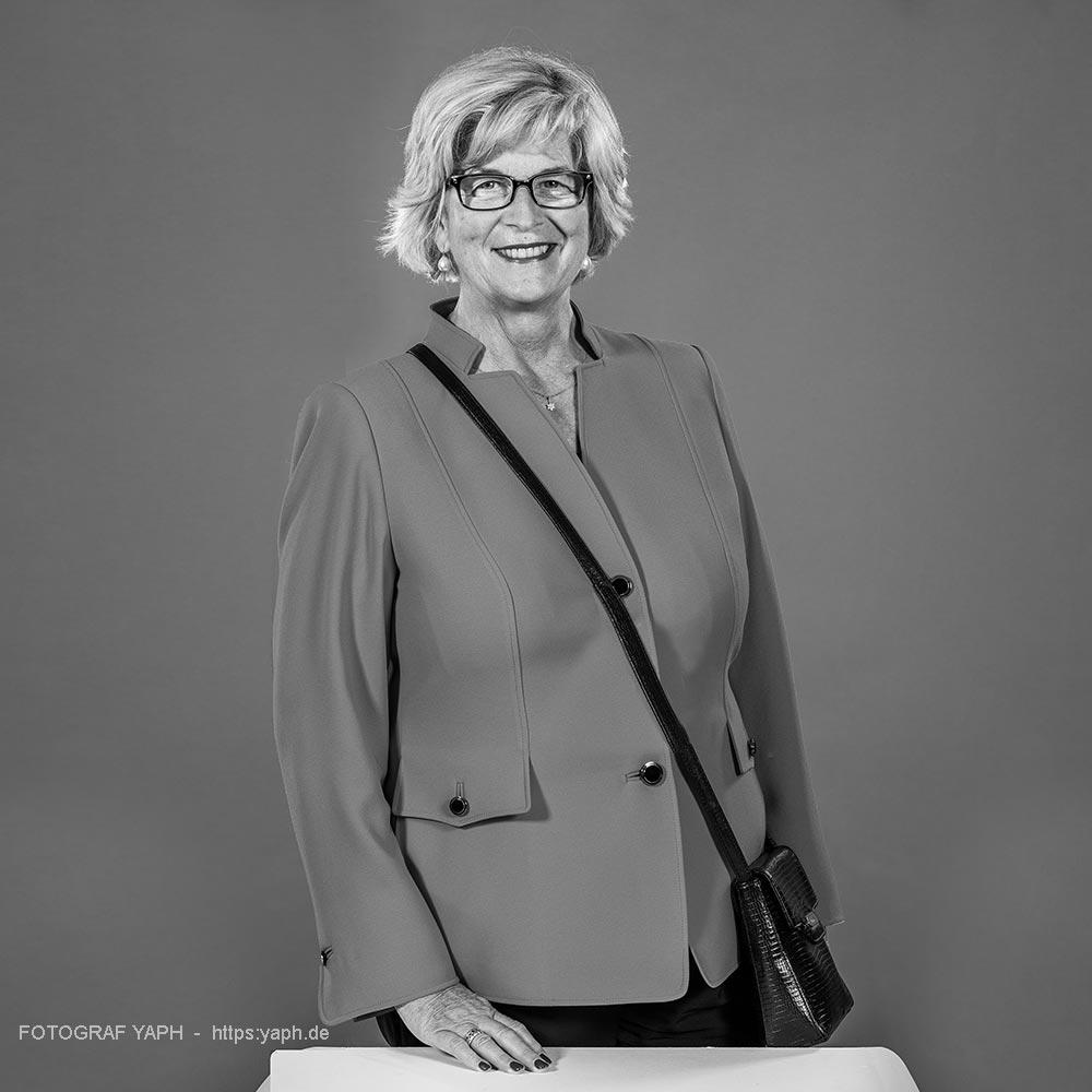 Elisabeth Ruschel in Portrait bei Fotograf Yaph