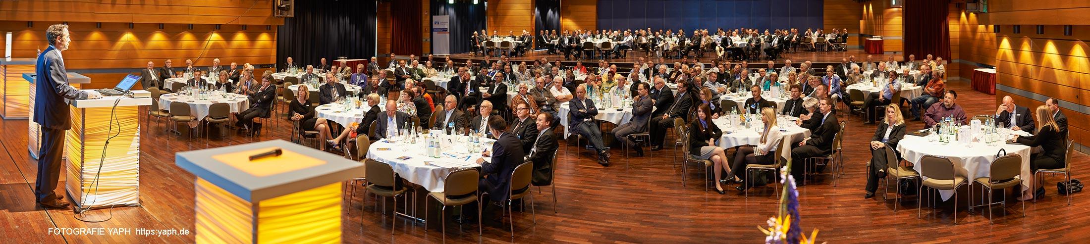 Business Fotografie für Firmen und Banken, hier  eine Fotoreportage der Jahresversammlung der Volksbank Trier eG.