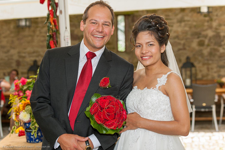 Offizielles Porträt vom Brautpaar bei der Hochzeitsfotografie von Yaph Fotograf Trier