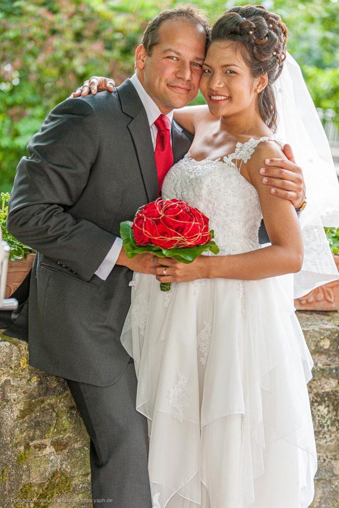 Fotoserie vom Brautpaar nach der standesamtlichen Trauung