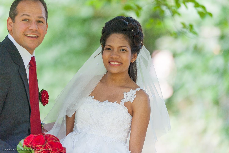 Hochzeitsreportage mit Outdoor Fotoshooting mit dem Brautpaar von Fotostudio Yaph Trier