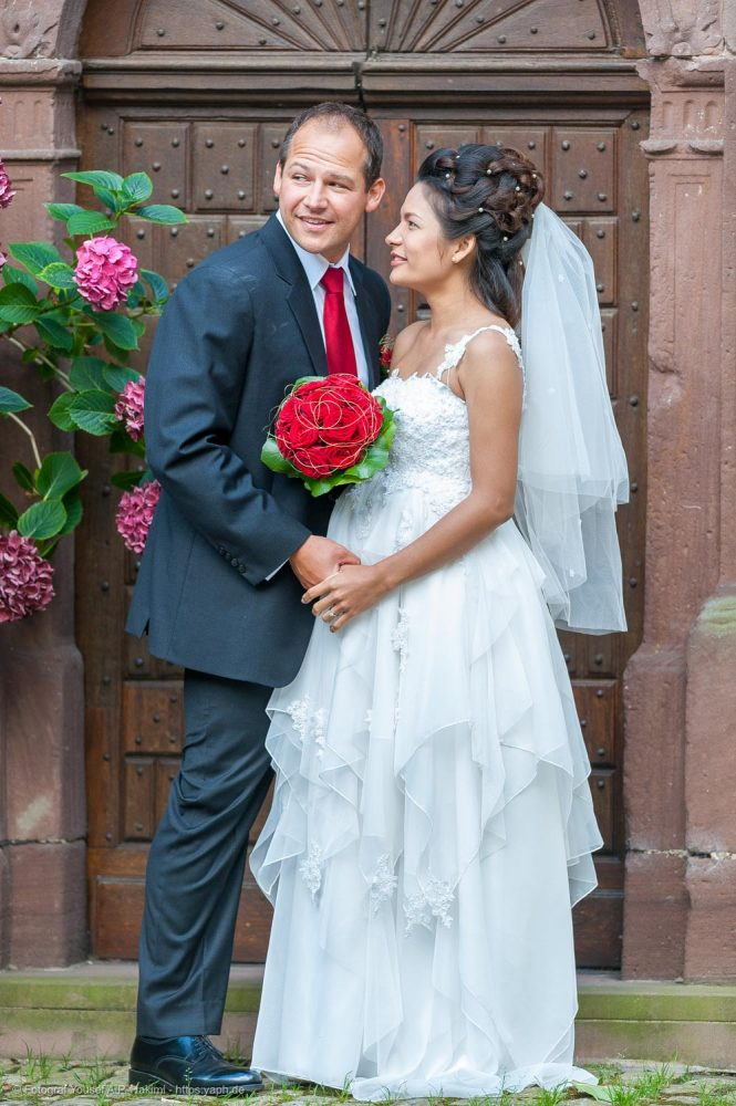 Kirchliche Trauung und Brautfotos als besonderes Highlight von Fotostudio Yaph