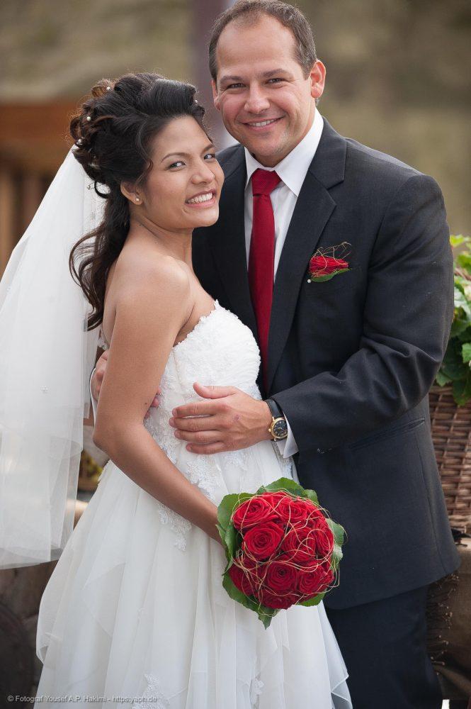 Nicht gestellt wirkende Hochzeitsbilder und Brautpaarshooting von Yaph Fotograf Trier Luxemburg