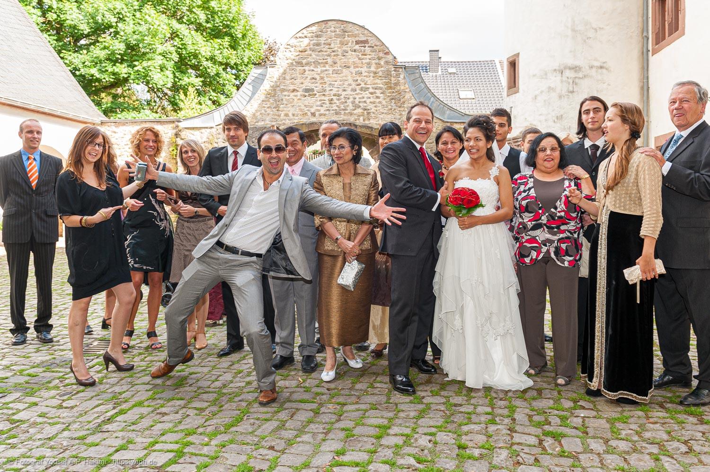 Bei der Hochzeitsreportage von Yaph Fotograf Trier haben alle Gäste viel Spaß