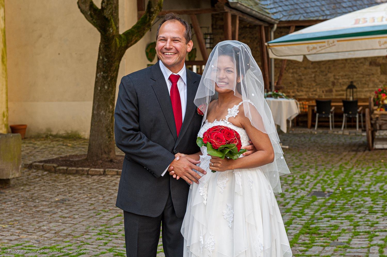 Bilder der Frischvermählten und Brautbilder als Highlights der Fotoreportage von Yaph Fotograf Trier