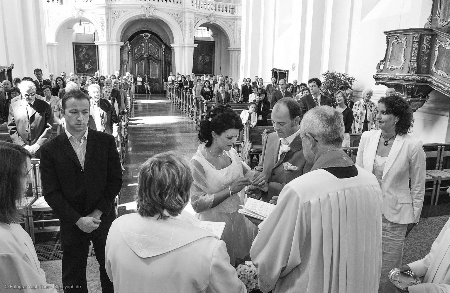 Hochzeitsfotoreportage und Bilder der kirchlichen Trauung Mireille-Marco - Photography Yaph Trier